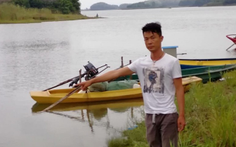 赤壁祖孙两人河中遇险 80后小伙两次潜入水中救人