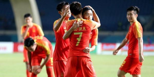 韦世豪破门姚均晟神仙球 中国2-1阿联酋