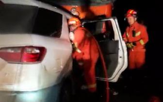 贵港市港北区一辆面包车与货车相撞 致4死3伤