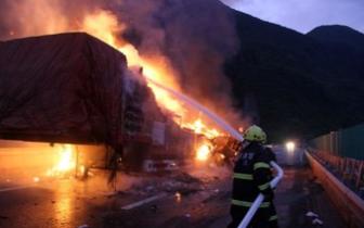 湘潭雨湖区风车坪社区某院子内起火,幸无人员伤亡