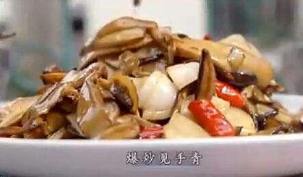云南人冒着生命下线的危险 也要吃见手青!