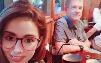 """昆凌与帅气爸爸共进晚餐 甜蜜称呼""""我的老男人"""""""