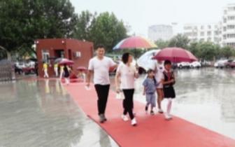 """郑州市区小学报名首日 带齐证件10分钟可""""通关"""""""