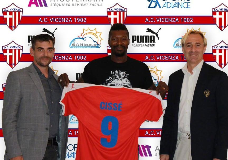 前法国国脚西塞正式加盟意丁球队37岁了还在踢!