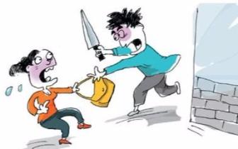 郑州一女子遭持刀抢劫 歹徒竟逼迫其添加微信转账