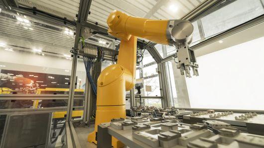 国产工业机器人想统治中国市场 外媒:任重道远