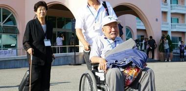 韩方离散家属团赴朝参加团聚活动
