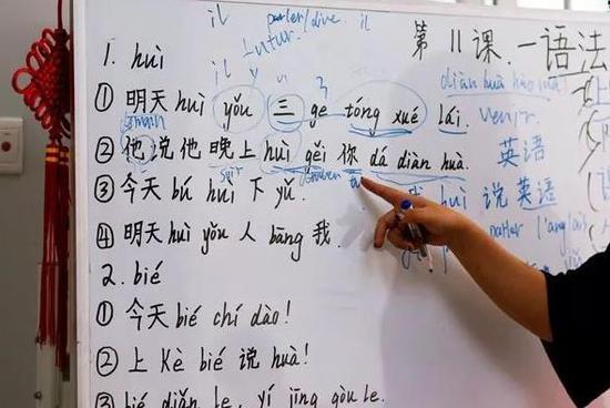 """双语阅读:汉语超德语成""""英国高考""""热门科目"""