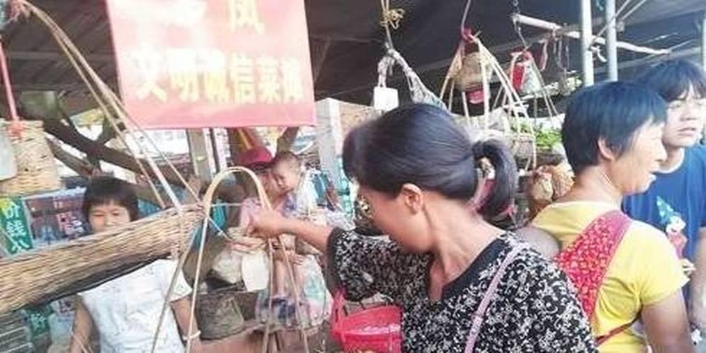 """横县""""无人售菜菜市""""成景点 引来众多游客"""