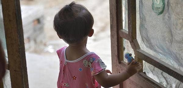 """1岁半女童留守农村半年 看见年轻妇女喊""""妈"""