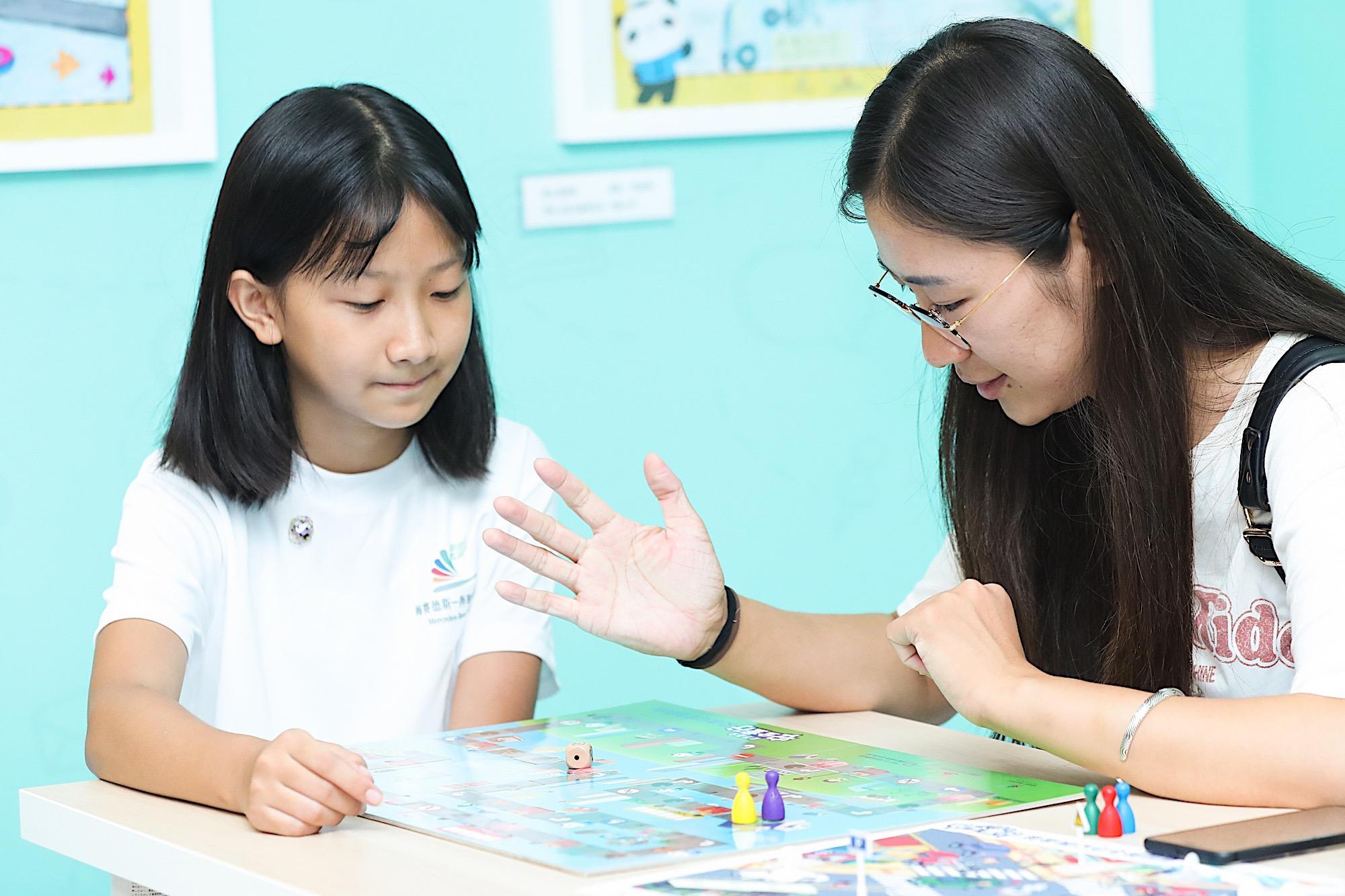 奔驰星愿基金儿童安全图书发布 安全夏令营启动