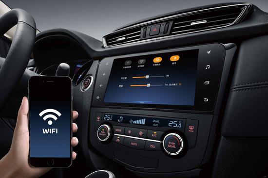 车型在原有产品基础上实现多达10项升级,例如2.5L车型新增了东风日产的智行+车联系统,该系统涵盖智能语音控制、车载全时导航、远程实时监测、24小时娱乐、车载Wi-Fi热点、流量无忧6大前沿科技。  根据不同配置,2019款奇骏增加了智能感应全电动尾门、双区独立控制自动空调等多项配置,驾乘的舒适感和便利度进一步提升;  2.