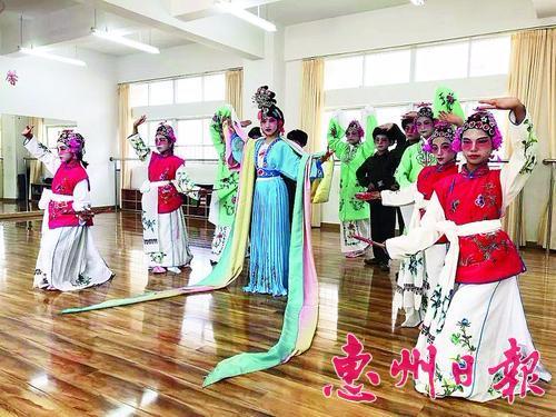 少年宫|暑期活动丰富多彩 孩子乐享文艺大餐