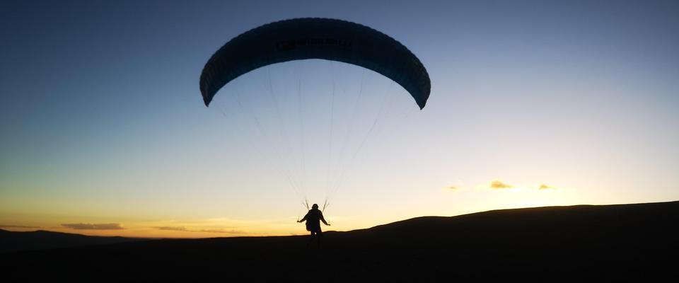 登顶只是疯狂开启 他选择6千米飞翔而下