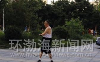 唐山83岁老人7年来坚持甩钢鞭健身