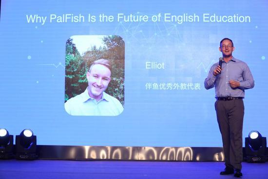 上图为:伴鱼优秀外教代表  Elliot