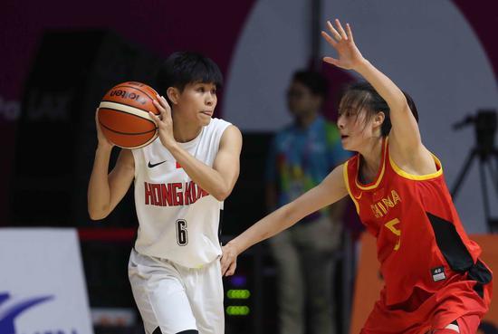 卓婷(左)