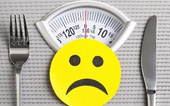 """21岁女孩""""自杀式""""减重只剩50斤 如何减肥最健康?"""