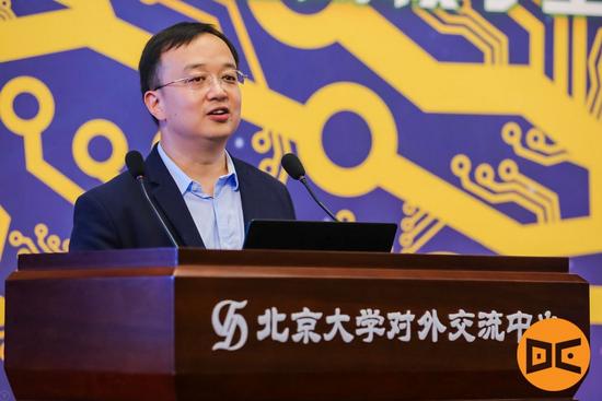 DeeCamp AI训练营班主任、创新工场人工智能工程院执行院长王咏刚