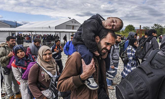 难民问题争执加剧!欧盟警告意大利或面临严厉制裁