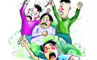 东兴:为泄私愤闹市区将人踩死,三被告被提起公诉