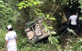 广元曾家山一越野车坠落40米悬崖 车上两人仅受轻伤
