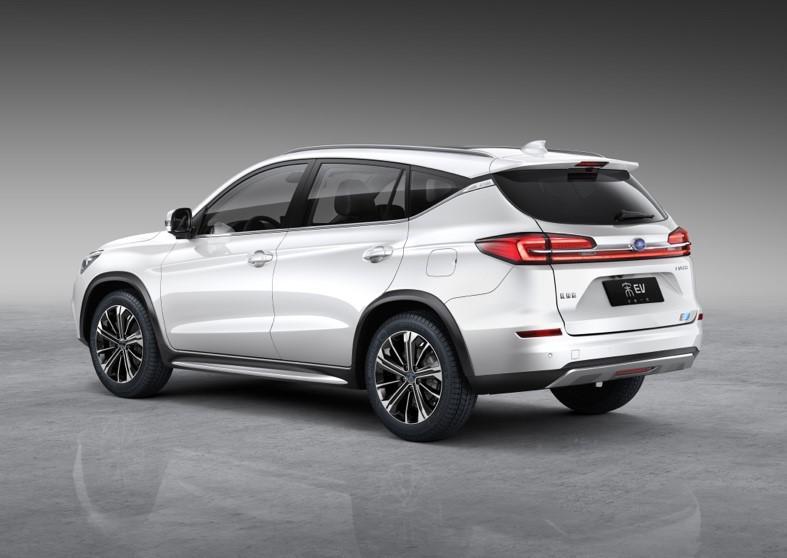8月30日上市 比亚迪宋EV 500起售不到20万元