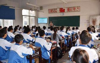 明年起全国高中分步实施新课程,使用新教材