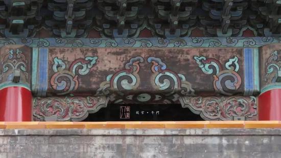 这类彩画的产生与苏杭地区彩画关系密切,因此被称为苏式彩画.图片
