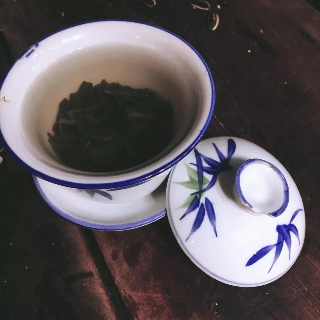 三块钱一杯的普通绿茶(作者供图)