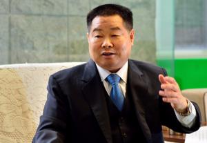 天山集团董事长吴振山