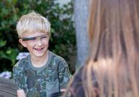 """为帮助自闭症儿童理解表情 斯坦福大学研发""""超"""