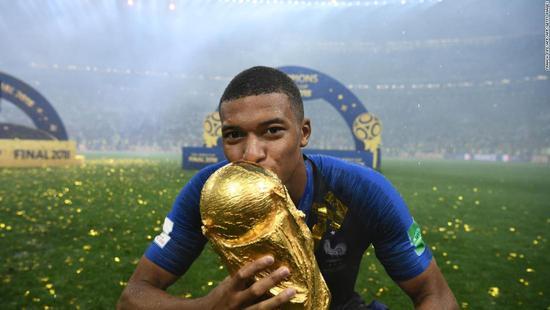 姆巴佩当选2018年世界杯最佳新人