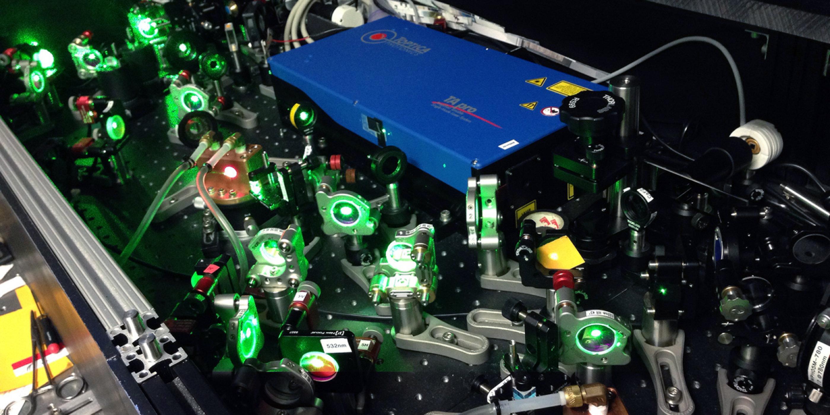 反氢激光揭示反物质的新奥秘