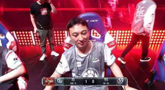王思聪以职业选手身份出战联盟比赛。