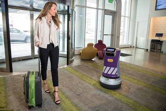 这家迈阿密闹市区酒店 引入机器人管家接待旅客