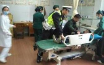 男孩抽搐昏迷 长沙交警20分钟接力护送就医