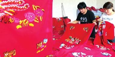 武安女大学生返乡创业继承发展传统手艺