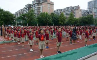局领导与国小师生齐迎新学期