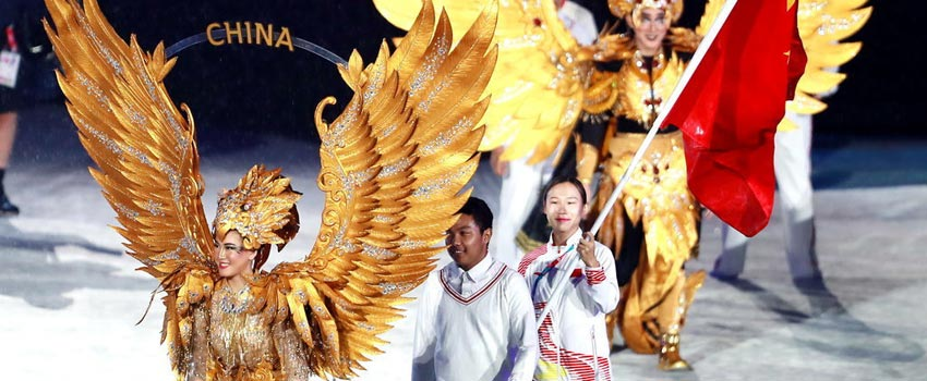 亚运闭幕式郭丹擎国旗入场 印尼军乐队表演
