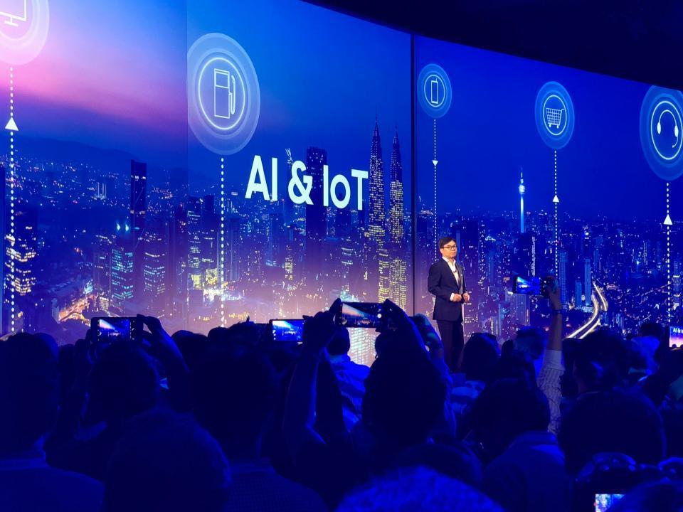 CEO对 AI持乐观态度. 未来三年将增投 220亿美元