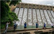 香港降雨量创新高水塘泄洪