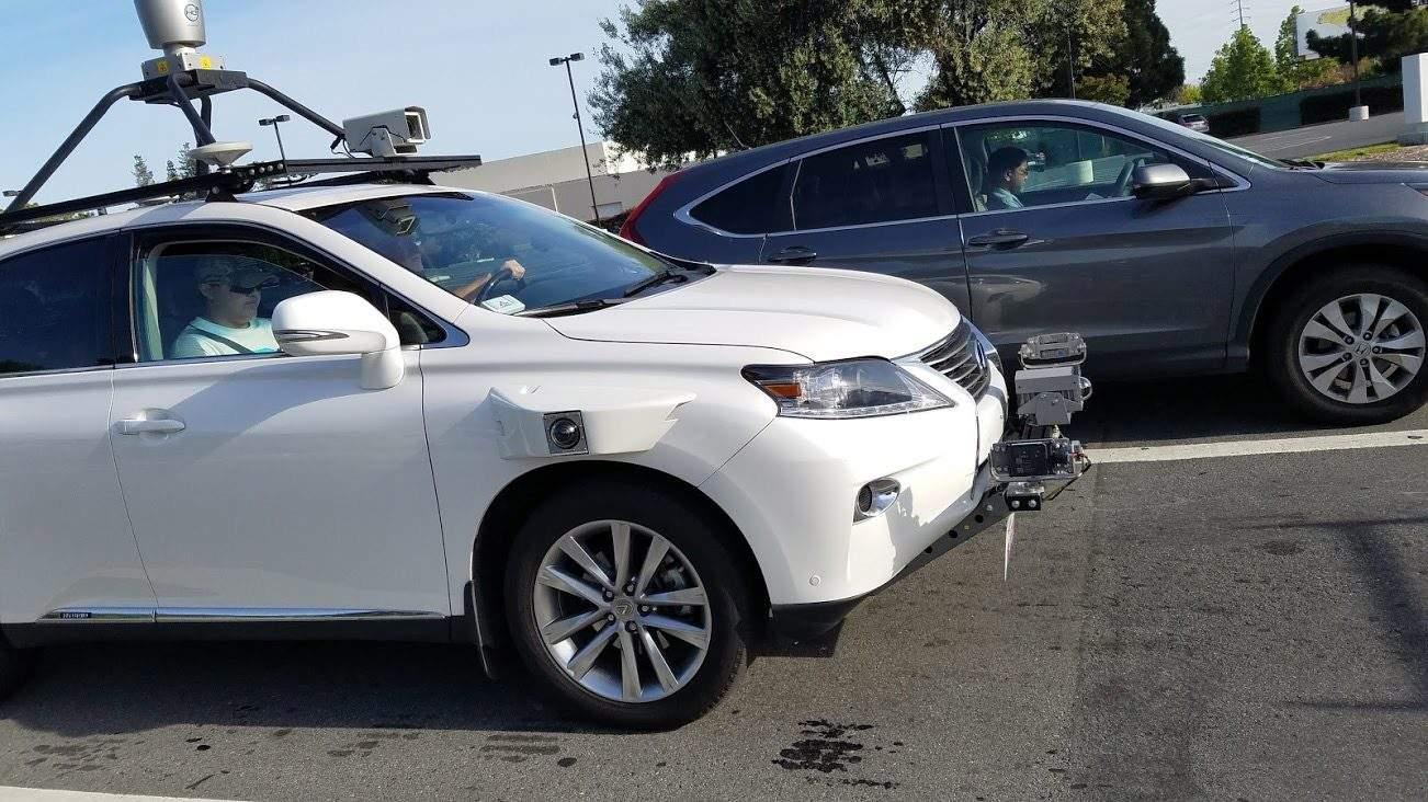 苹果无人驾驶车发生首起事故 被人类驾驶员追尾
