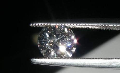 消费者鉴定钻石等级与店家不符 工商:用的欧洲标准