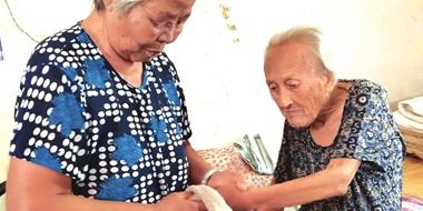 邯郸广平77岁儿媳15年如一日照顾瘫痪婆婆