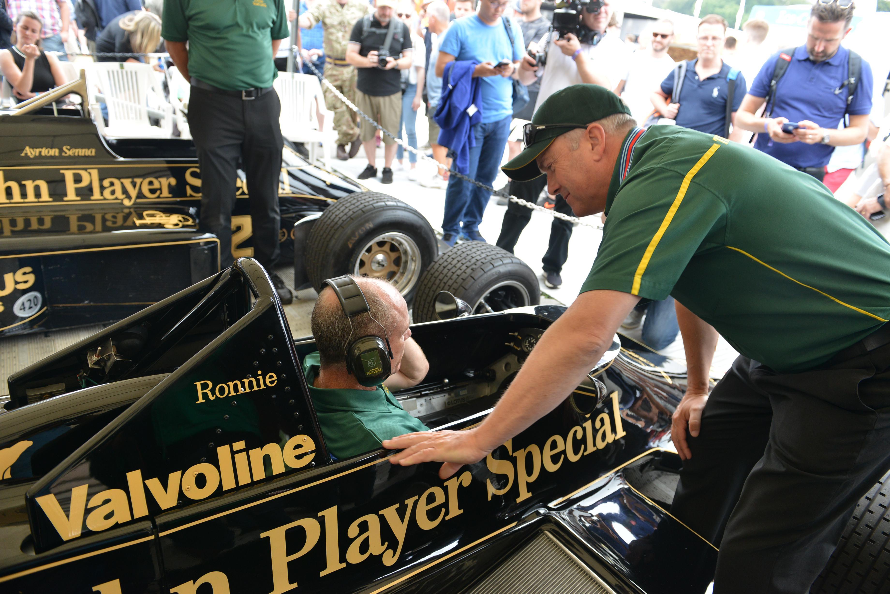 一位路特斯收藏家今日要开着F1赛车藏品驰骋速度节