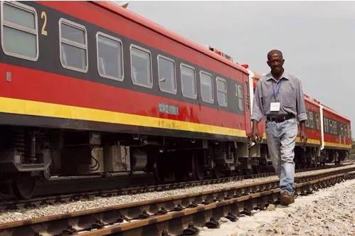 安哥拉火车相撞致17人死亡  包括两名中国人