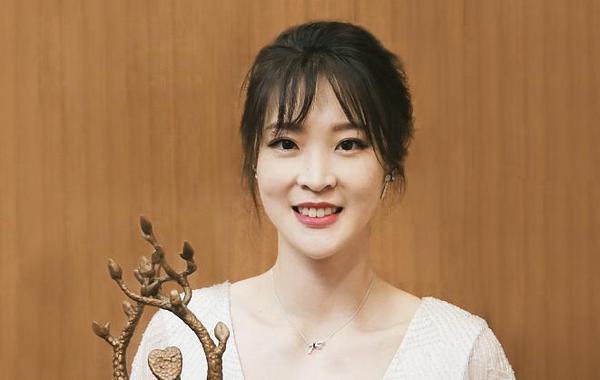 惠若琪荣膺年度慈善人物