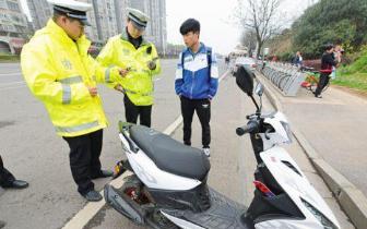 琼中:严禁中小学生违规驾驶摩托车 举报有奖