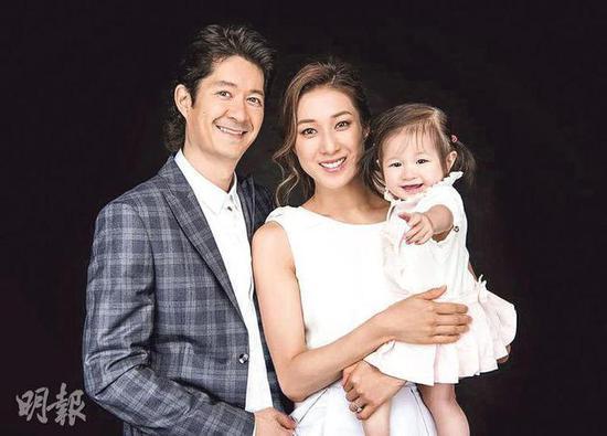 [星娱闻]34岁钟嘉欣家中自然分娩经历难忘 二胎儿子像姐姐